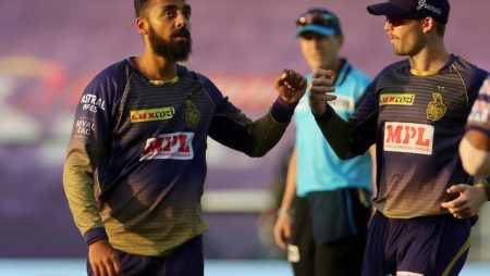 Concerns about Varun Chakravarthy T20 World Cup fitness grow as he limps off the field against DC.